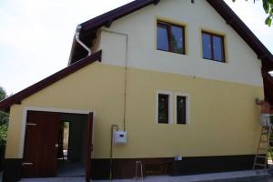 Közepes méretű vegyes falazatúcsaládi ház